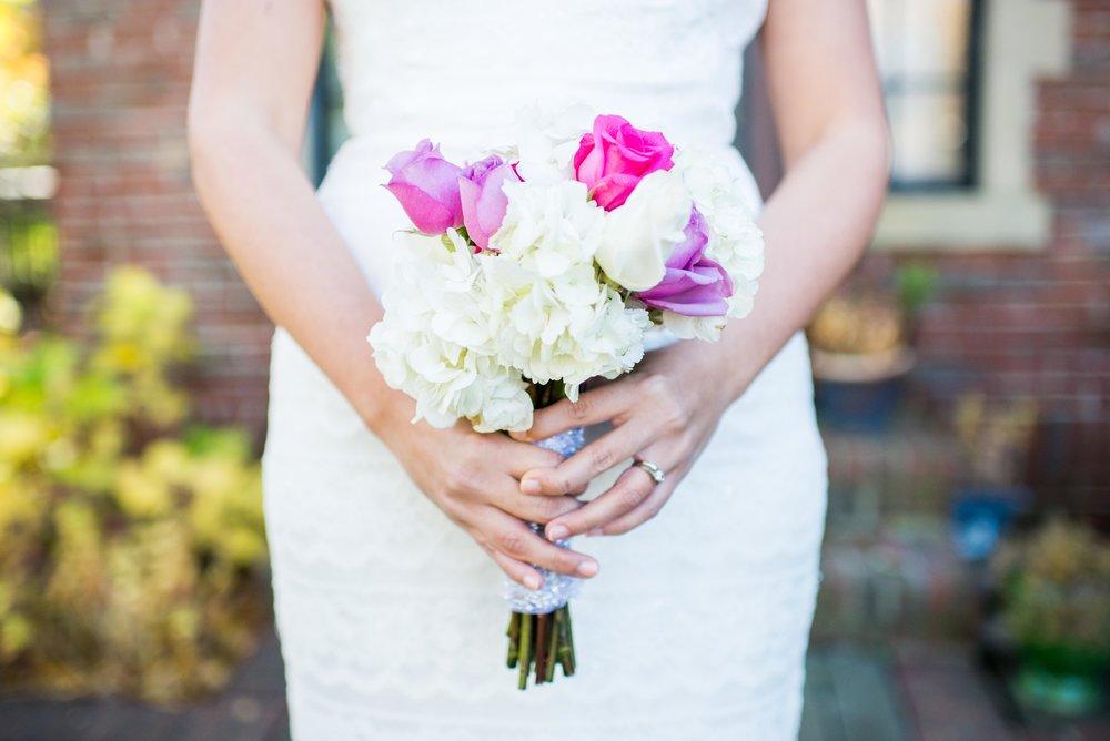 Alessandra made beautiful wedding bouquet .