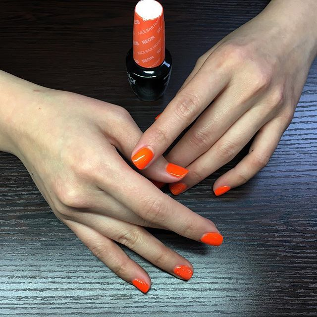 From OPI's Neon collection, Juice Bar Hopping in GelColor formula. Gel manicures $30. Find our contact info in profile! 😊 ⋅ ⋅ ⋅ #nails #nailswag #nailart #nail #naildesigns #nailstagram #naildesign #nailsoftheday #nailpolish #opihellokitty #opi #opijuicebarhopping #bellevuenailsalon #bellevue #shellac #bellevueshellac #shellac #bellevueshellac