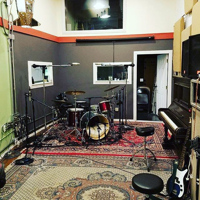 Our boy @jgaudioproductions , has spent the last few years helming the board at Motor studios in SF, where he made some great records. We are very proud that he has ventured out and has created his own space in Chico. He has been a favorite to work with so please get at him for your project! . . .  #electricplantstudios #heartburnrecords #chico #music #recording #recordingstudio #punk #rockout #mesaboogie #fender #silvertone #punkrock #recordmaking #independent #studiolife #gear #marshallcab #livesound #makenoise #makeart #diy #diyordie