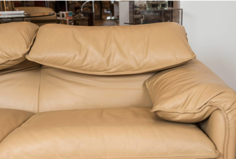 Maralunga-sofa-decorum-closeup.png