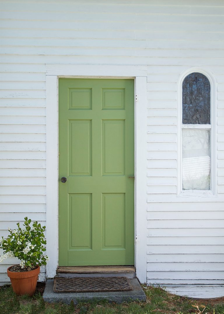 Julie Carlson painted a guest cottage door in Yeabridge.