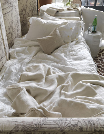 54bfa0b906806_-_messy-white-bed-0710-o-neill-08-de.jpg