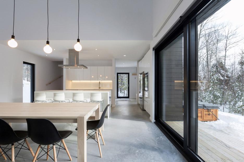 villa-boreale-cargo-architecture-residential-quebec-canada-dave-tremblay_dezeen_936_13.jpg