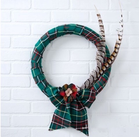 Easy DIY Tartan Wreath in Newfoundland tartan, original version, 2014.