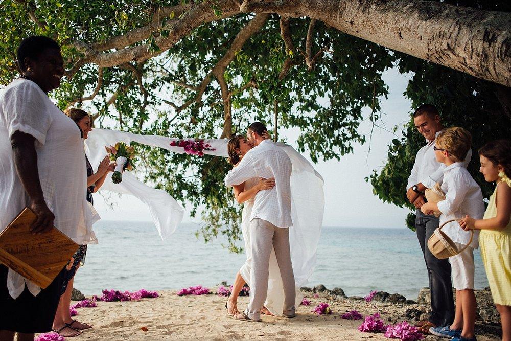 AngelfishCoveWade-Meg-WeddingPhotography-GroovyBanana-VanuatuPhotographers_0008.jpg