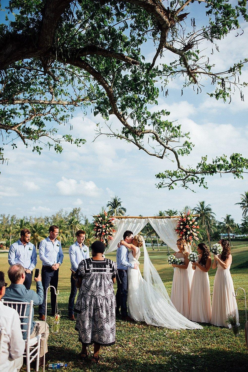 Deanna-Michael-WeddingPhotography-HolidayInnResort-GroovyBanana-VanuatuPhotographers_0011.jpg