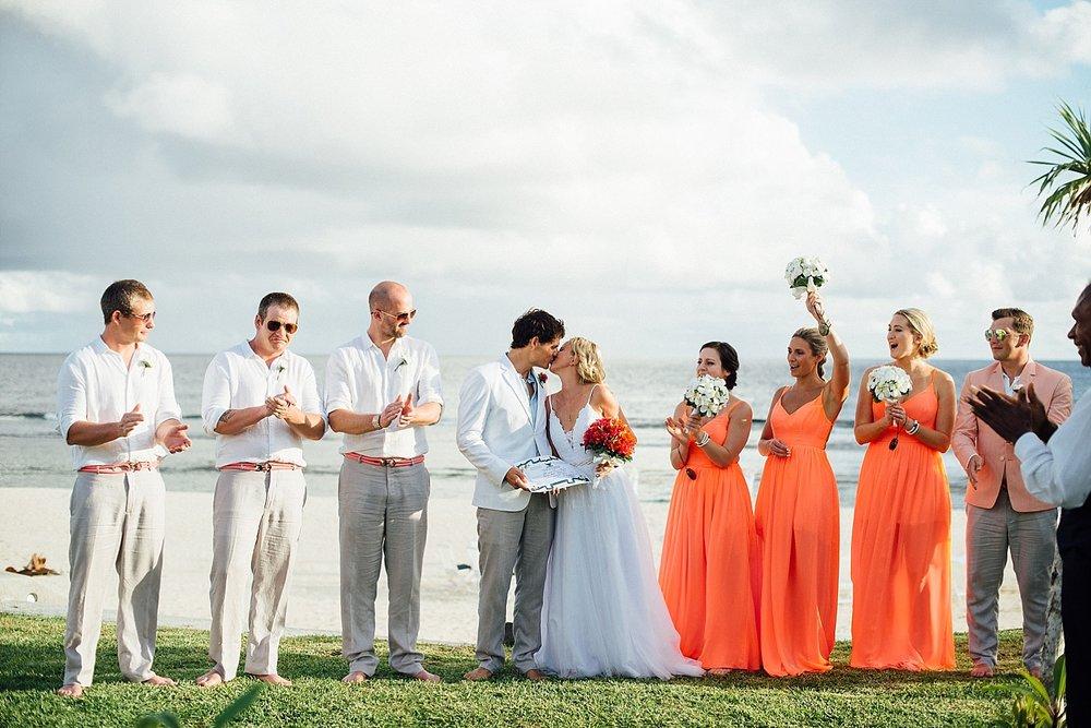 AnnaKyle-WeddingPhotography-TamanuOnTheBeach-VillaChampagne-GroovyBanana-VanuatuPhotographers_0016.jpg