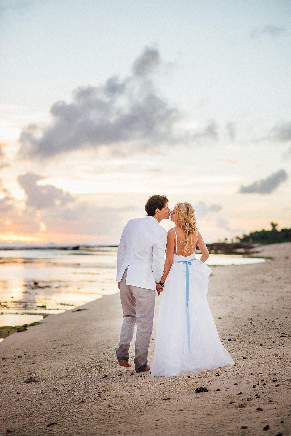 AnnaKyle-WeddingPhotography-TamanuOnTheBeach-VillaChampagne-GroovyBanana-VanuatuPhotographers_0028.jpg