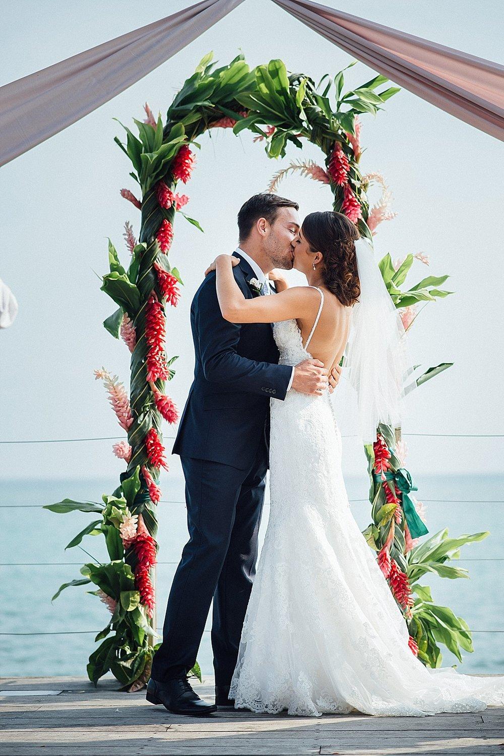 KateJake-WeddingPhotography-WarwickLeLagon-GroovyBanana-VanuatuPhotographers_0011.jpg