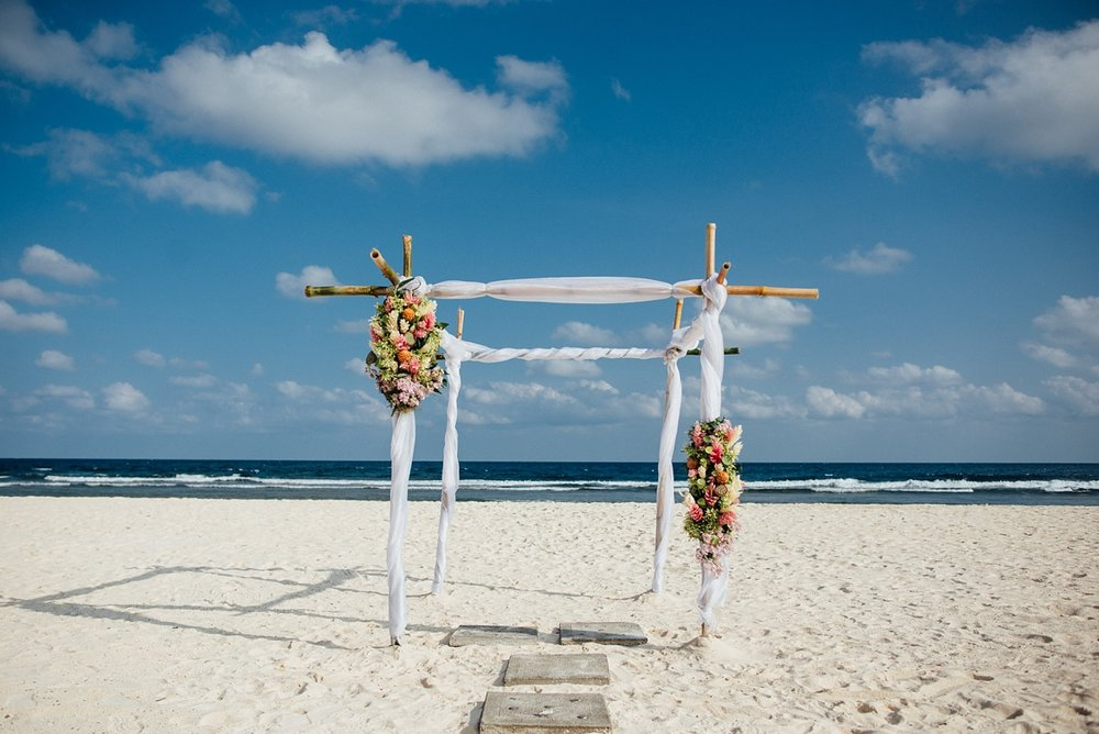 gathlin-andre-wedding-tamanu-on-the-beach-vanuatu-phtography-002.jpg