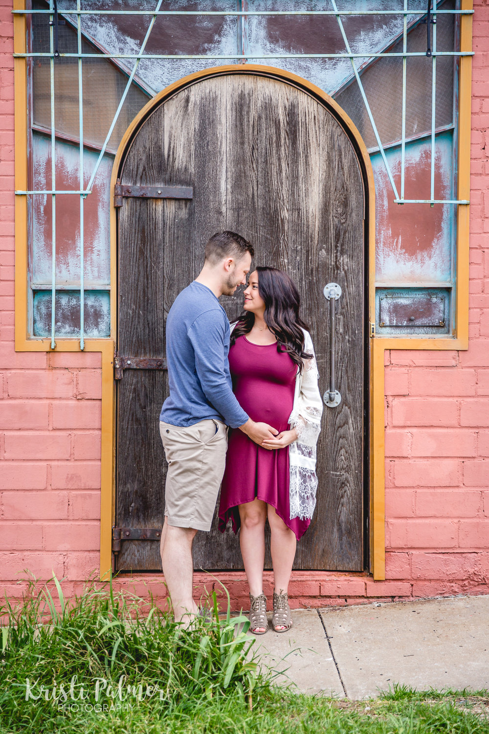 maternity session in downtown tulsa