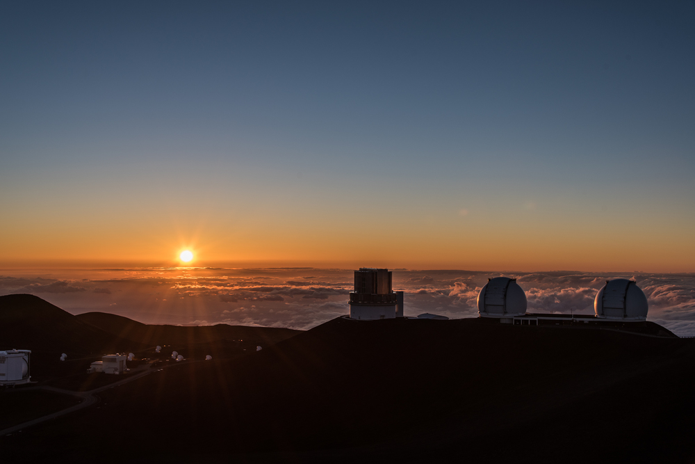 Mauna Kea Sunset above the clouds at 13,800ft | Photo by  @mikecloom