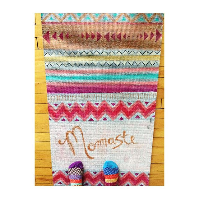 When mamma 🐻 comes to class. And her socks match her mat and her spirit 💖👩‍👧💖🌈 #momaste #namastebitches #yoga