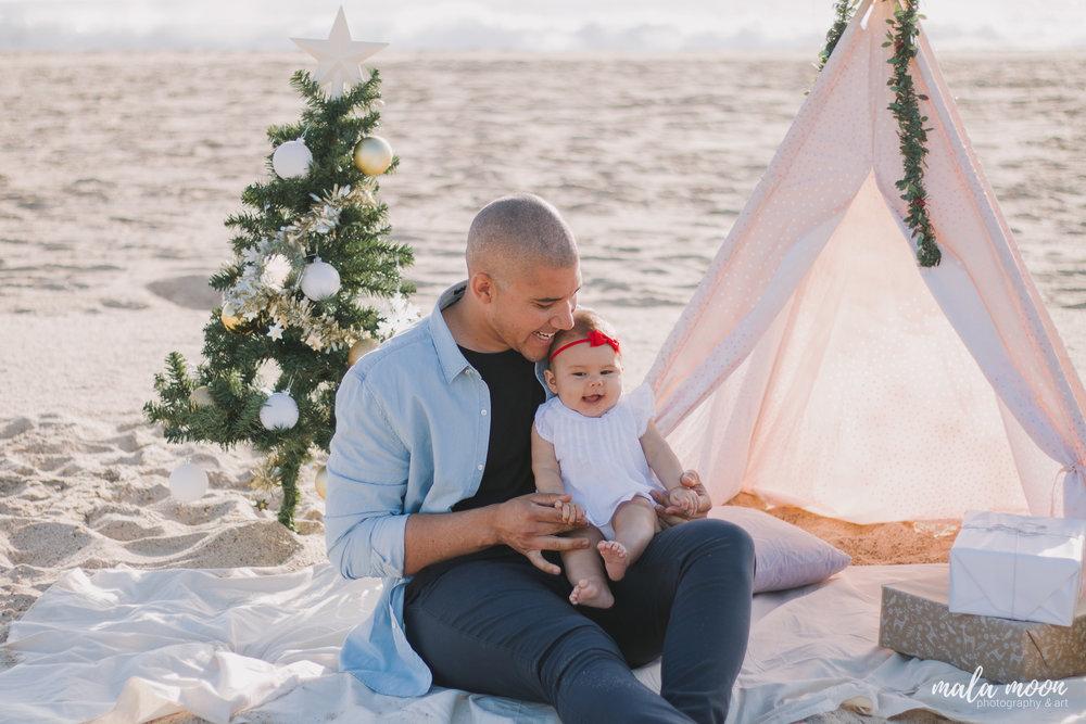 family-christmas-mala-moon-photography