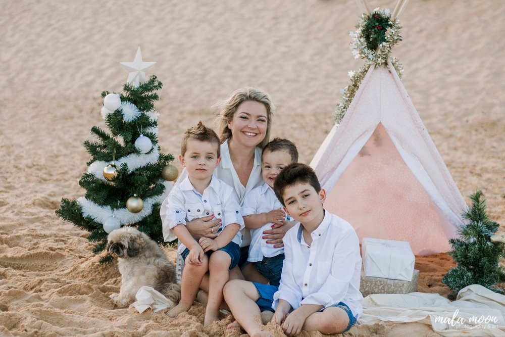 cute-family-portrait-christmas-central-coast