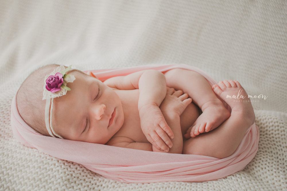swaddled-newborn-with-headband-portrait
