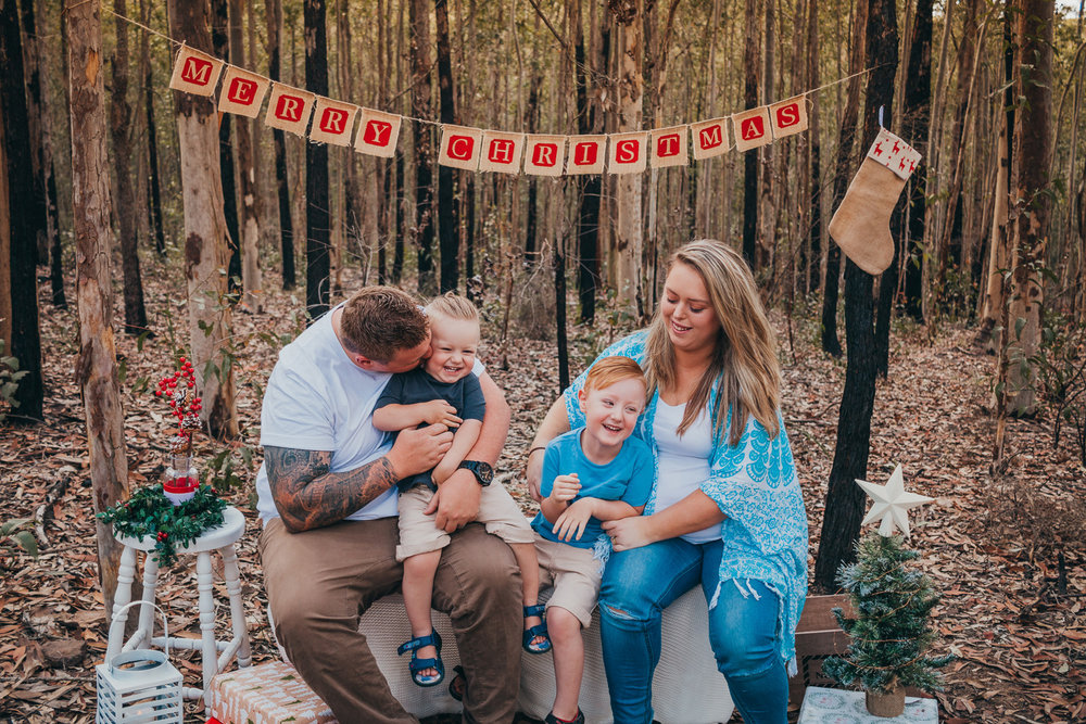 family-laughing-at-christmas-photography-session