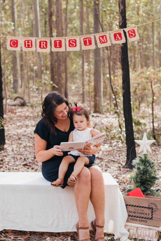 mum-reading-book-to-daughter