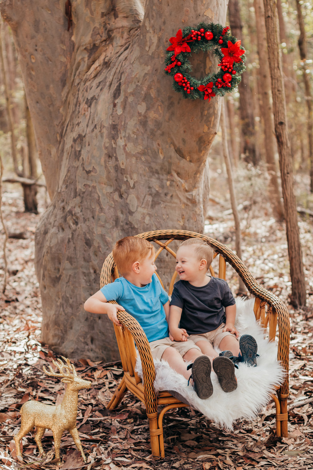 brothers-laughing-in-chair-central-coast-photographer