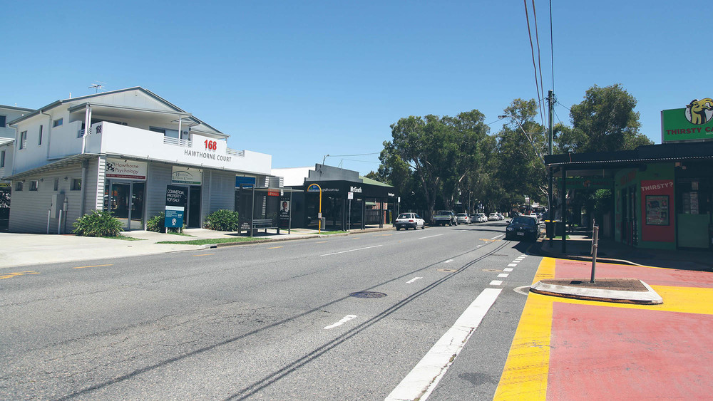 Riding Road is one of the main roads in Hawthorne and is lined with boutique clothing stores and retail outlets, as well as houses and apartments.