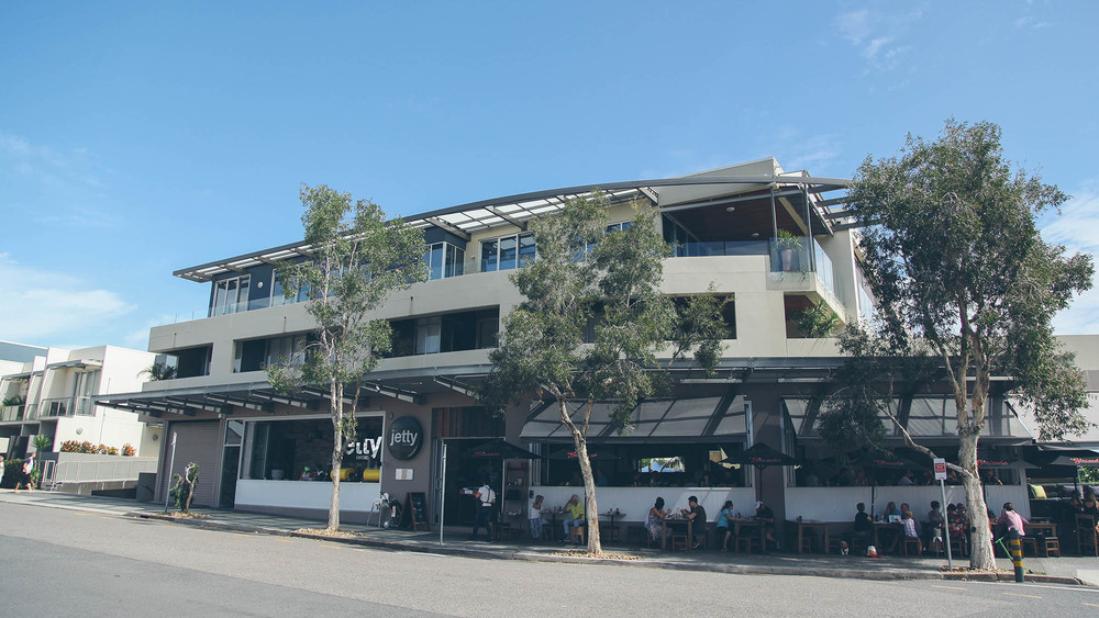 Located on Oxford Street, adjacent to the Brisbane River is the Jetty restaurant, which offers casual lunch and dinner dining to Bulimba's residents.