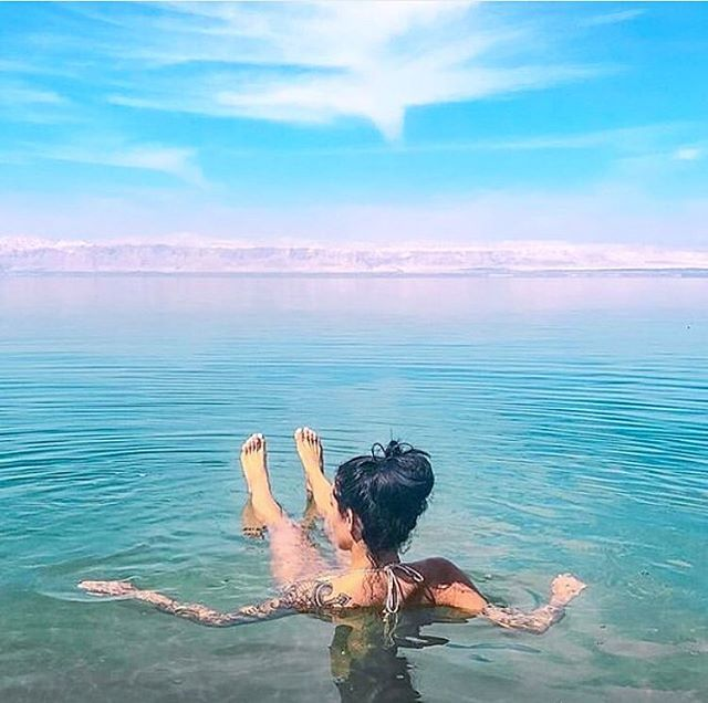 Enjoy your very own private Dead Sea experience this weekend, with a float in our spacious open air tanks. All that magnesium will have your skin glowing and body feeling vitalised. . . . . . . #float #floatforhealth #magnesium #deadsea #epsomsalt #skin #skincare #vitalised #spa #relaxation #therapy #wellness #recovery #weekend #saturday #saturdaysessions #weekendvibes #blue #ocean