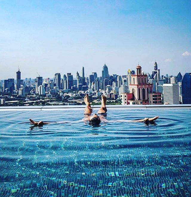 It's Monday and as usual...it's back to the weekly grind! Float away those Monday Blues 💙 Discover your ideal work - life balance for a healthy mind and body ⚖️ . . . . . . #floatforhealth #float #mondayblues #monday #grind #citylife #pool #meditation #reset #mindfulness #stressrelease #breath #floating #work #life #blue #worklifebalance #trainthemind