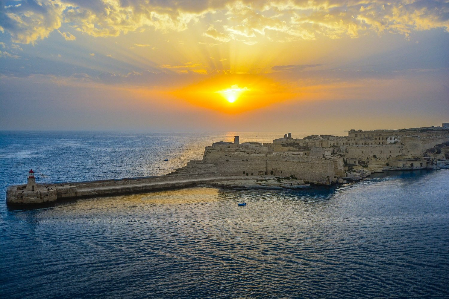 DESTINATIONS THAT PROVE THE MEDITERRANEAN IS THE MOST BEAUTIFUL - 12 destinations to see the most beautiful sunsets ever