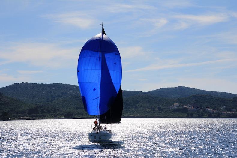 sailing-boat-1473281_1920.jpg
