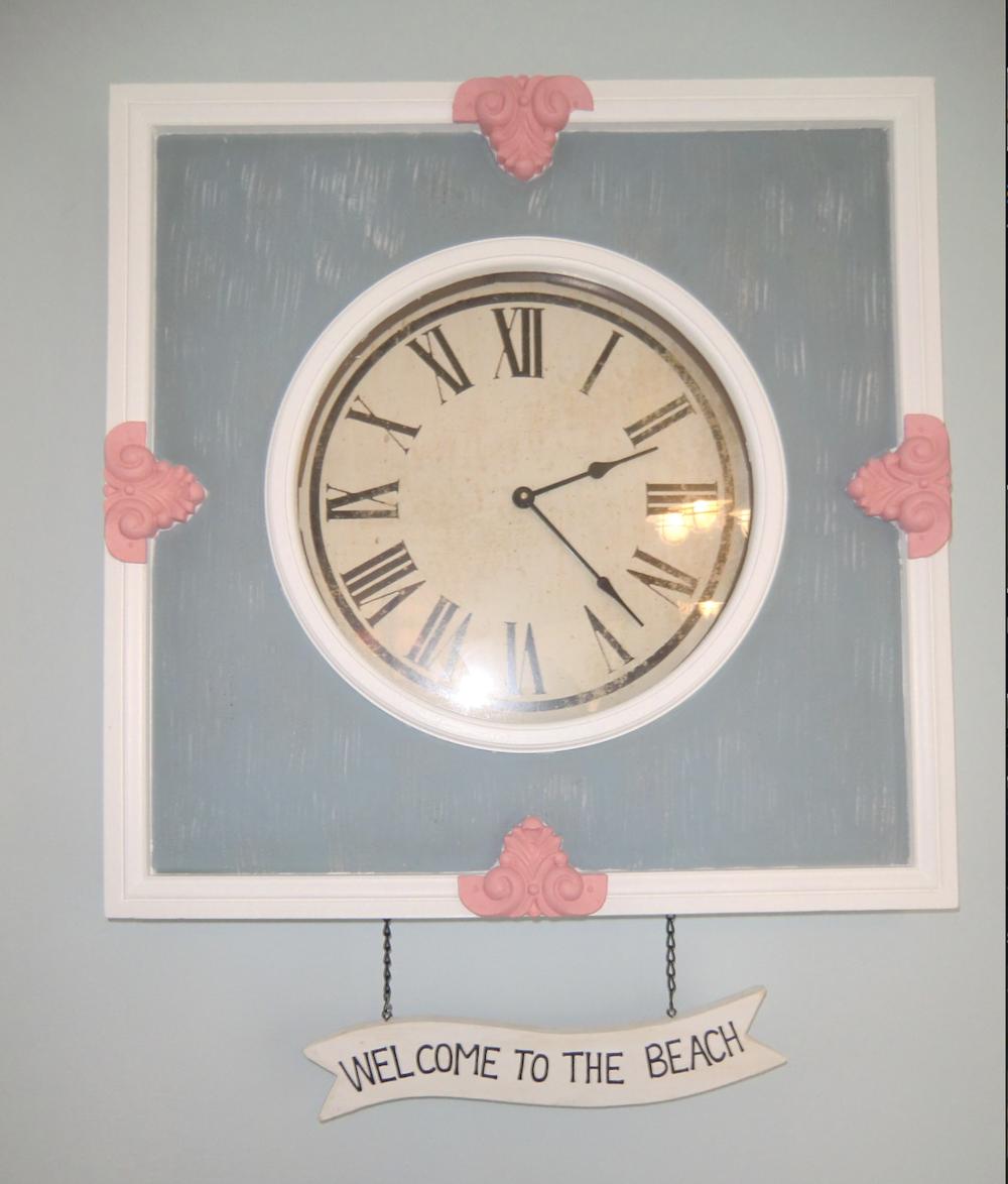 Beach-house-decor-clock.png