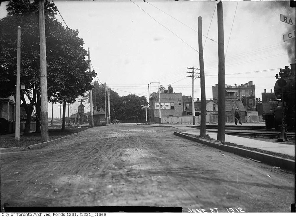 120627Cottingham-Street-crossing-east-to-Yonge.jpg