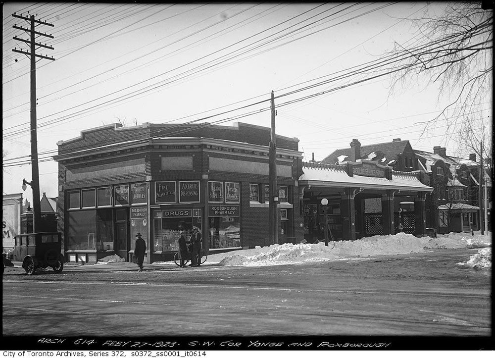 240227Southwest-corner-Yonge-and-Roxborough-%E2%80%94-Gas-Station.jpg