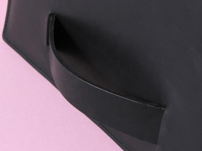pochette-sangle-noire-detail.jpg