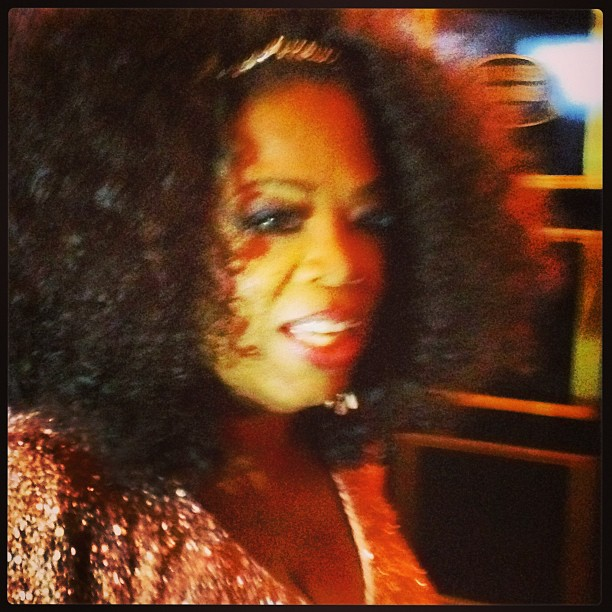 Lady @Oprah breezing by me into #TheButler #premier! Three Things: 1. She looks gorge. 2.#DiannaRoss would love her hair and 3. She answered my question. #NYDailyNews #DailyNewsDoug #Oprah #LeeDaniels #movie (at Ziegfeld Clearview Cinemas)