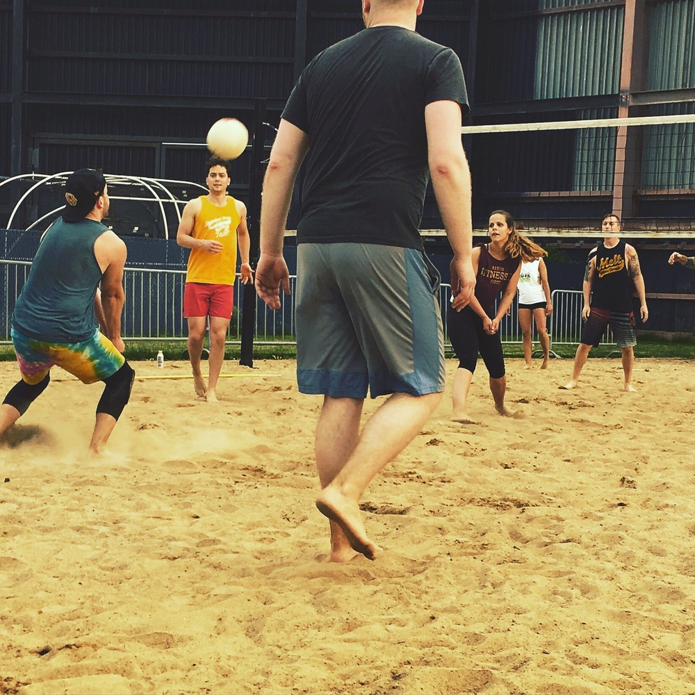 Session 1 Summer Sand Leagues are FULL. Come hang out, meet new friends, and play on the open courts after 8:15pm.