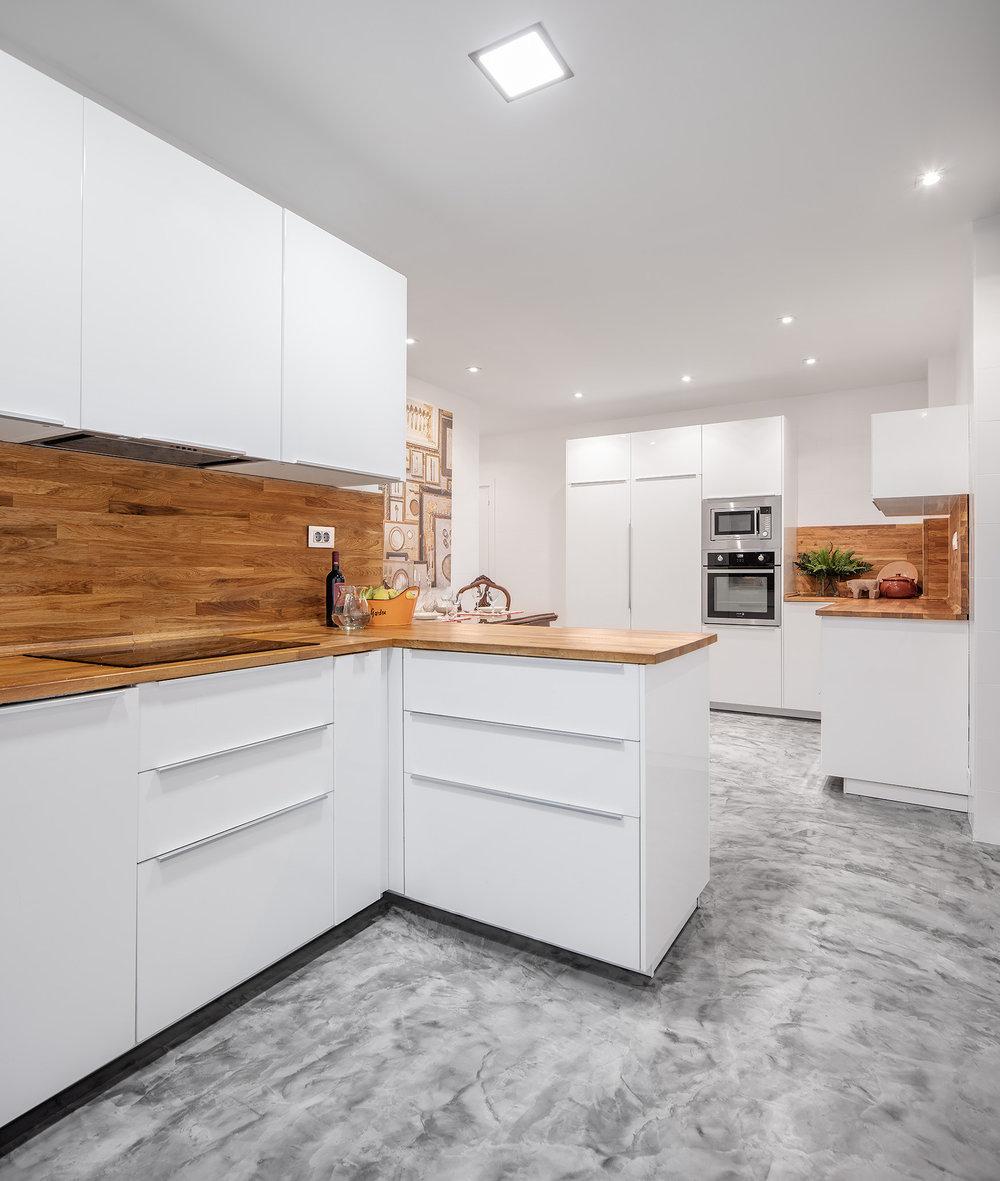 Pequeña zona de comedor integrado en la cocina en Proyecto de i