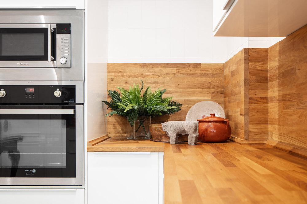 Detalle de la encimera de la cocina  en Proyecto de interiorismo