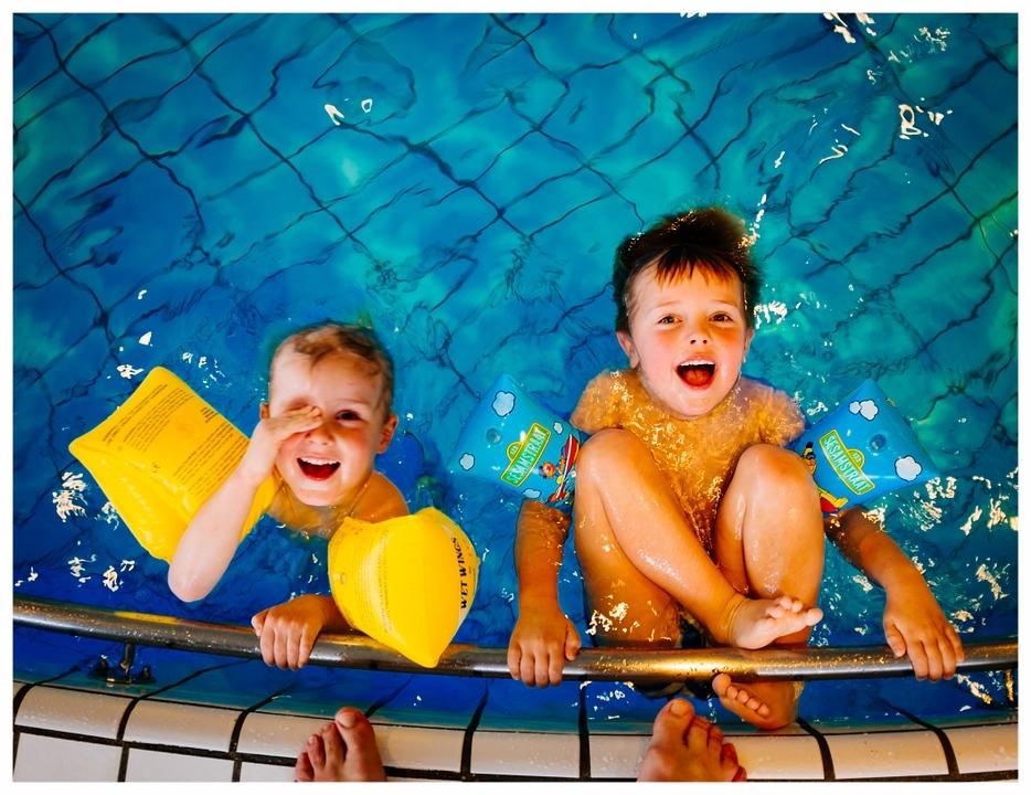 swimming-933217_960_720.jpg