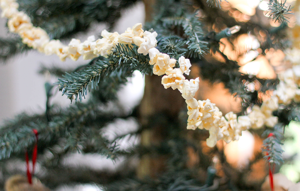 Lauku Tea // Decorate a Holiday Tree Outdoors for the Wildlife