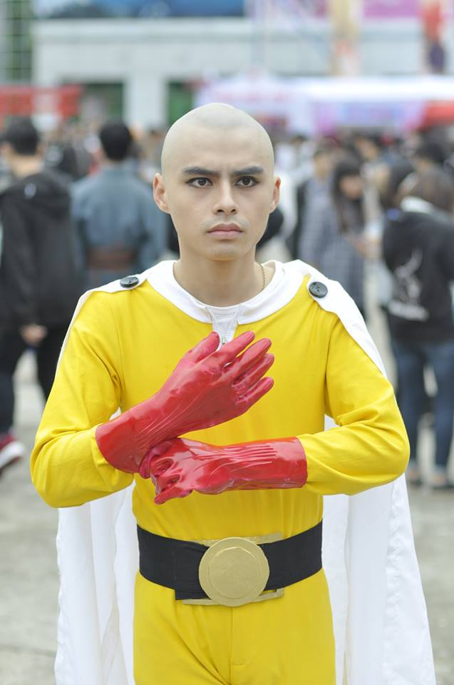With One Punch Man reaching its peak of popularity, you can expect to see any hairless cosplayer to be working a Saitama cosplay. (www.gamek.vn)