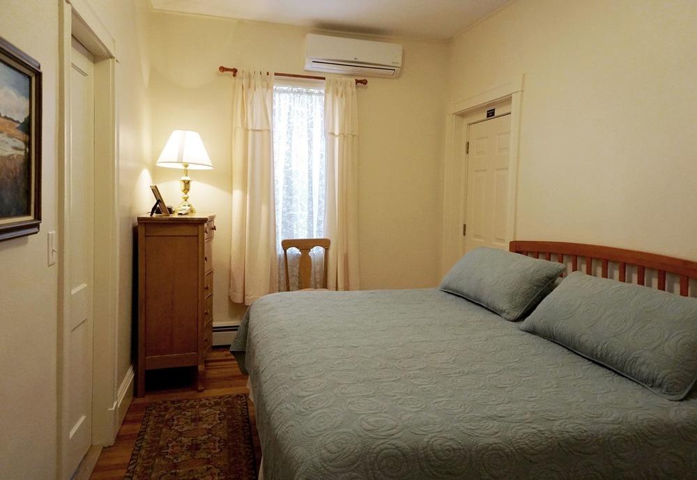 Room 16 Salem Inn.jpeg