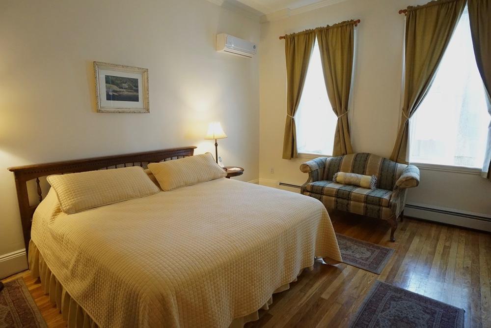 Room 11 Salem Inn.jpeg