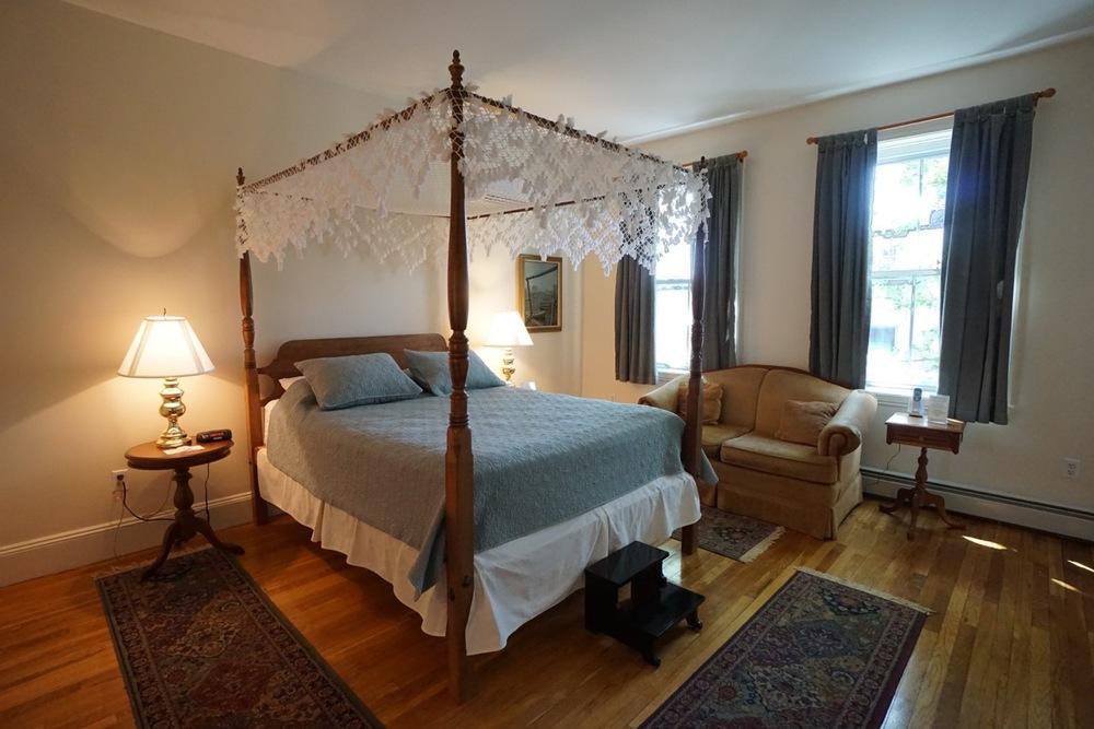 Room 15 Salem Inn.jpeg