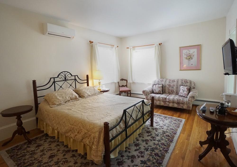 Room 19 Salem Inn.jpeg