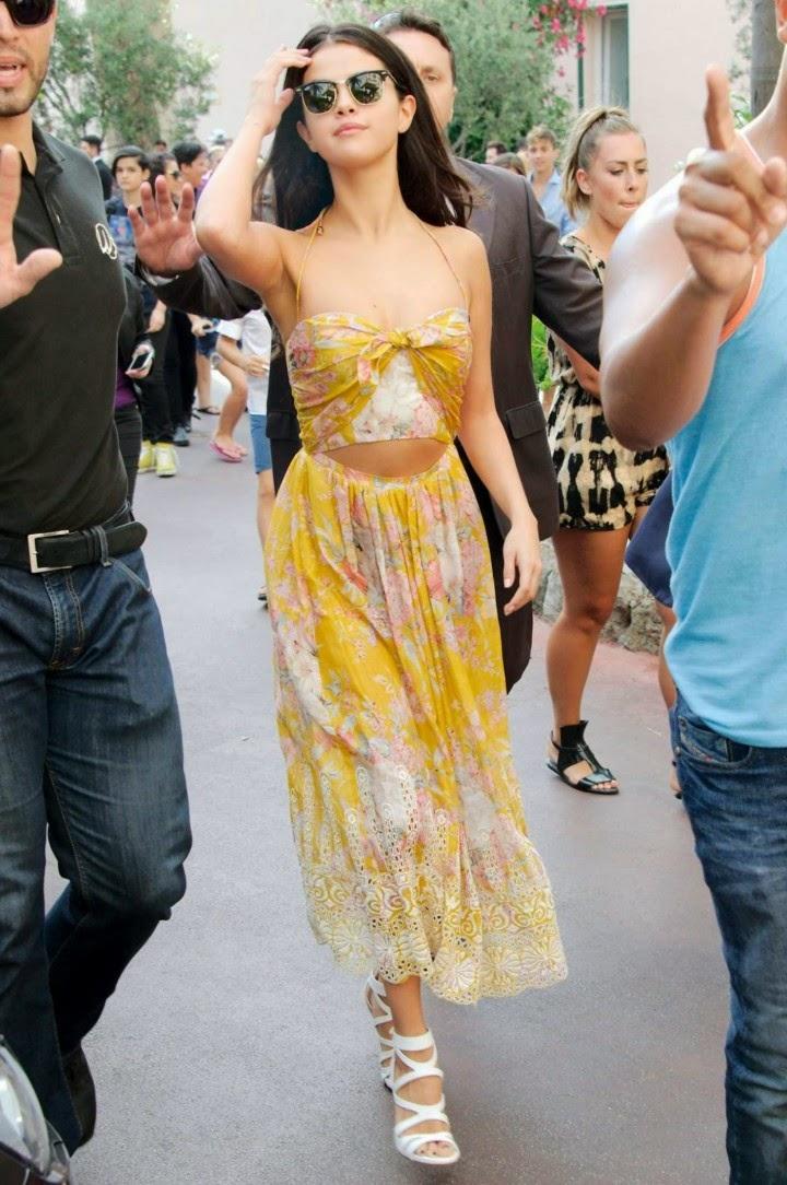 Selena-Gomez-Hot-in-Yellow-Dress--01-720x1084.jpg