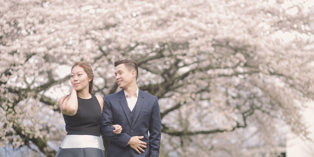 couple-with-spring-in-full-bloom-cozy-engagement-session