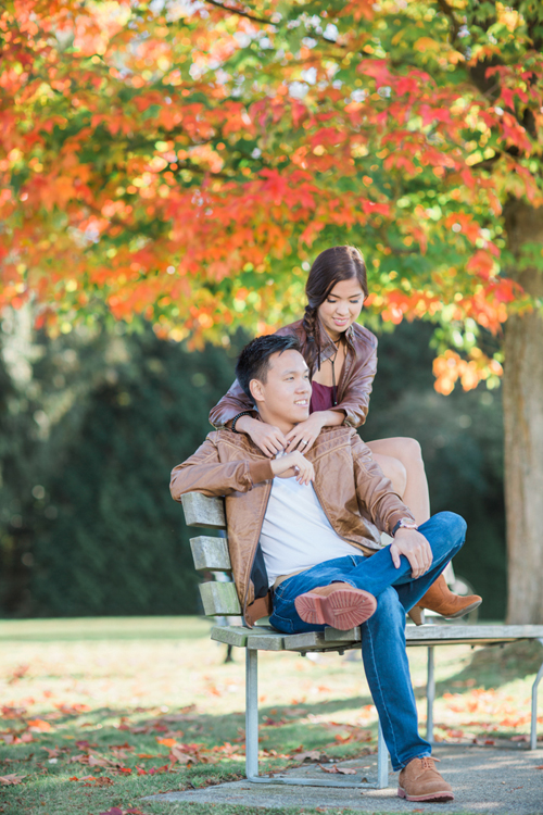engagement-session-vancouver-stanley-park-autumn-leaves-couple-having-moment-macy-yap-photography