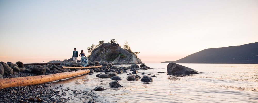 engagement-session-vancouver-panoramic-couple-photo-at-whytecliff-park-west-van