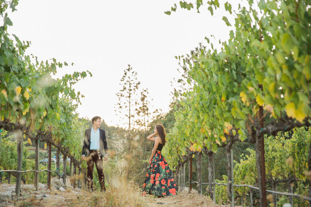 couple-gazing-at-each-other-in-napa-winery-san-francisco-golden-hour-sunkissed