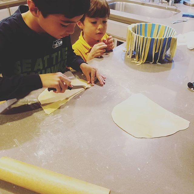 The kids worked on handmade pasta tonight but I'm not eating carbs right now :( Sad #ketolife but working on that #dadbod #handmadepasta #teachkidstocook #fatherhood